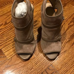 Ann Taylor taupe heels
